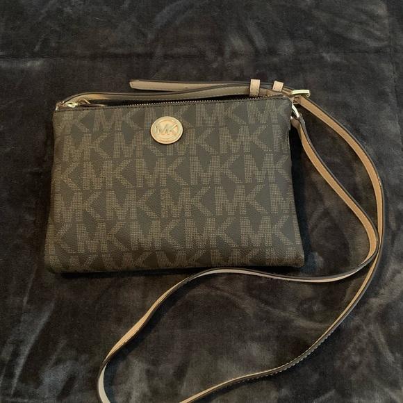 Michael Kors Handbags - Michael Kors Crossbody